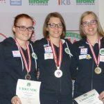 Drei Tirolerinnen auf dem Siegerbild bei den Frauen. Alle drei sind übrigens im selbem Jahr geboren.