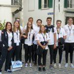 Aufstellung zur Eröffnungsfeier. Im Bild die Tiroler Abordnung, welche den größten Block innerhalb der Österreichischen Mannschaft stellte. Landesschützenmeister Friedl Anrain (rechts im Bild) war extra zur Eröffnungsfeier und den nachfolgenden Wettkämpfen als moralische Unterstützung angereist.