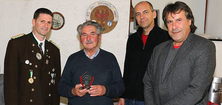 Seit 62 Jahren der Schützengilde Roppen eng verbunden: Ehren-Oberschützenmeister Hartl Ennemoser