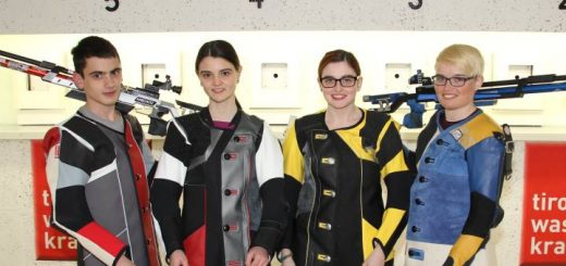 Gewinner der Rundenwettkämpfe 2014/2015: Roppen 1 Johannes Stefani, Franziska Stefani, Marie-Theres Auer, Katharina Auer