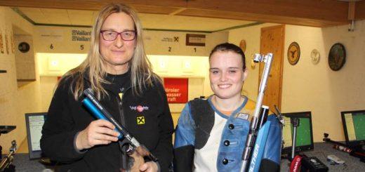 Die Gildenmeisterschaft 2016 fest in Frauenhand: Elisabeth Ladinig gewinnt mit der Luftpistole, Katharina Auer mit dem Luftgewehr.