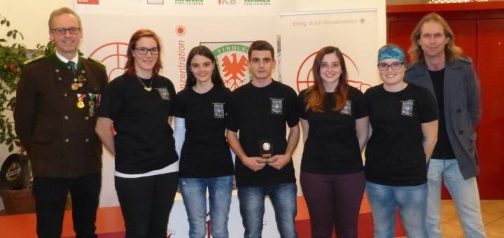 Unsere junges Landesliga-Team mit Landesoberschützenmeister Friedl Anrain und Landessportleiter Christian Kramer.