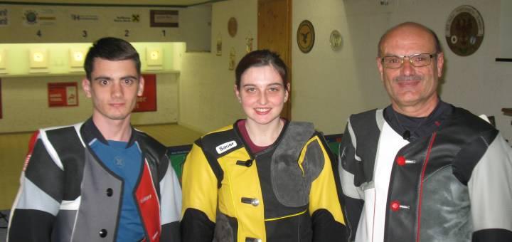Die Gewinner mit dem Luftgewehr: Johannes Stefani (Silber), Marie-Theres Auer (Gold), Norbert Stefani (Bronze)
